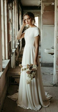 Custom dress for MollyWedding dress according the pics from Molly, back with buttons. Dream Wedding Dresses, Bridal Dresses, Gown Wedding, Wedding Cakes, Wedding Rings, Wedding Bride, Modest Wedding Gowns, Wedding Dress Casual, Mormon Wedding Dresses