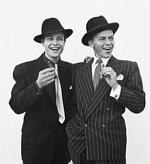 Marlon Brando and Frank Sinatra by Richard Avedon. Two of the biggest starts in Hollywood captured by the magic lens of another legend in Richard Avedon Golden Age Of Hollywood, Vintage Hollywood, Hollywood Stars, Classic Hollywood, Hollywood Men, Richard Avedon, Marlon Brando, Fred Astaire, Rockabilly Man