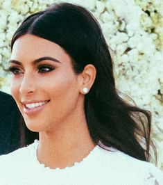 Kim Kardashian& make-up artist washes over her bridal beauty look: We have . Kim Kardashian Boda, Kim Kardashian Peinado, Looks Kim Kardashian, Kim Kardashian Wedding Kanye, Kim Kardashian Hairstyles, Kardashian Beauty, Kardashian Style, Wedding Looks, Bridal Looks