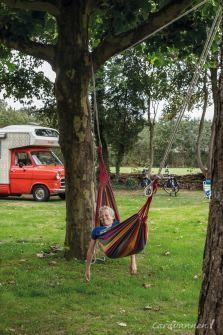 Natuurkampeerterrein Wildemansheerd  Relaxen in een hangmat. Jâh mân. Outdoor Furniture, Outdoor Decor, Hammock, Relax, Park, Parks, Hammocks, Hammock Bed, Backyard Furniture