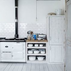 open kitchen shelves - open base cabinet shelves for cookware storage between an Aga cooker and a pantry cupboard - living etc via atticmag Aga Kitchen, Subway Tile Kitchen, Kitchen Shelves, Kitchen Flooring, Rustic Kitchen, Country Kitchen, Subway Tiles, Open Kitchen, Unfitted Kitchen