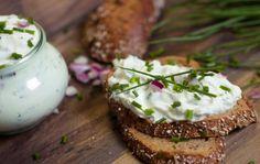 Cum sa prepari crema de branza | Jurnal de reţete Bread Dumplings, Food Categories, Salmon Burgers, Baked Potato, Camembert Cheese, Mashed Potatoes, Menu, Pudding, Homemade