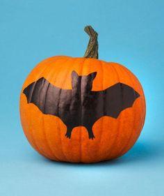 No-Carve Pumpkin Decorating Idea: This DIY bat doesn't even require paint! #halloween