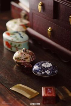 Traditional Chinese, Chinese Style, Chinese Art, Chinese Makeup, Shokugeki No Soma Anime, Makeup Containers, Chinese Hairpin, Memoirs Of A Geisha, Mood Images