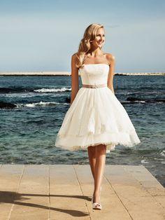 Marylise - Van Os trouwjurken. De trouwjurk van jouw dromen vind je in onze bruidsmodewinkel