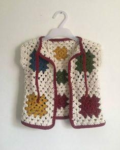 Crochet Waistcoat, Gilet Crochet, Knit Crochet, Baby Knitting Patterns, Crochet Patterns, Mode Crochet, Crochet Baby Clothes, Knit Baby Dress, Crochet Magazine