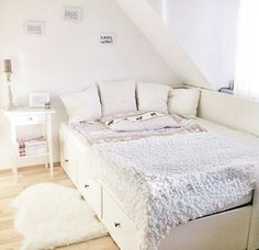 inspiration chambre Bett Source by Girl Bedroom Designs, Room Ideas Bedroom, Home Bedroom, Bedroom Decor, Bedrooms, Ikea Teen Bedroom, Ikea Daybed, Daybed Room, Bed Couch