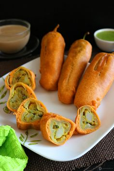Recipe Alert Mirapakaya bajji (Chilli Bajji) This mouth-watering bite is a yummy special from Andhra Pradesh. Indian Snacks, Indian Food Recipes, Gujarati Recipes, Indian Sweets, Aloo Recipes, Pakora Recipes, Veg Recipes, Easy Recipes, Tea Time Snacks