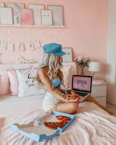 "Lena Saibel🌸 on Instagram: ""H A P P Y F R I D A Y 🍕 It's Netflix Time💻 Habt einen schönen Freitag Abend 😊💕 ————————————————————————— #mood #summermood #goals…"" Ft Tumblr, Tumblr Girls, Professional Lightroom Presets, Girly Drawings, Stylish Girl Pic, Girl Photo Poses, Foto Pose, Studio Shoot, Girls Life"