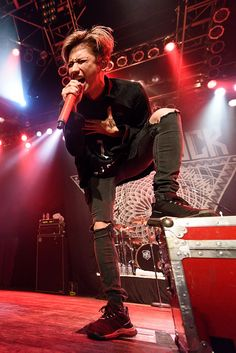 Takahiro Moriuchi of One Ok Rock performs at House Of Blues Chicago on September 2015 in Chicago, Illinois. Get premium, high resolution news photos at Getty Images One Ok Rock, House Of Blues Chicago, Takahiro Morita, Takahiro Moriuchi, Arte Horror, Visual Kei, Rock And Roll, Concert, Chicago Illinois