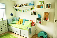 Bold colors/patterns + understated, simple furniture = kid heaven.