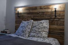 #Bedroom, #PalletHeadboard, #RecycledPallet Headboard made with three large pallets. Tête de lit réalisée avec 3 grandes palettes (longues).