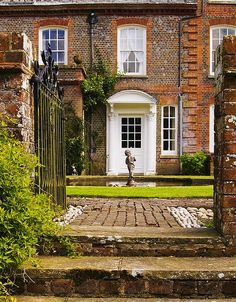 Kirby House at Inkpen in Berkshire | The pretty gardens of this 18th century Queen Anne House are occasionally open to the public
