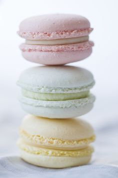 macaroons by www.macaroom.at; photo by http://geschmackverstaerker.at/ #macaroons #pastel #sweets