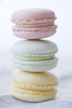 macaroons by www.macaroom.at; photo by http://geschmackverstaerker.at/ #macaroons #pastel #sweets