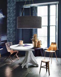 A winning combination of copper and blue works so well in this room, with metallic tones that light inky-blue wallpaper from @wallpaperdirect like shimmery sunlight streaming through the clouds!