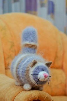 Katinas Crochet Animal Amigurumi, Crochet Animal Patterns, Knitted Animals, Stuffed Animal Patterns, Baby Knitting Patterns, Amigurumi Patterns, Crochet Dolls, Crochet Cats, Kawaii Crochet