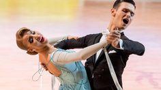 Perechea formata din Paul Rednic şi Roxana Lucaciu s-a impus în marea finală de sâmbată, cucerind medalia de aur la Campionatul Mondial de dans sportiv de la Kitakyushu (Japonia).