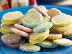 Biscotti natalizi con zuccherini colorati