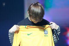 Todo bobo com a camisa do Brasil *-*