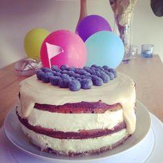 Motherday nakedcake with blueberries,citron and whitechocolateganache. Äitienpäiväkakku mustikalla,sitruunalla ja valkosuklaaganachella. Nam!
