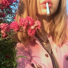 (S n a p c h a t) me gustas, aesthetic girl, aesthetic grunge, aesthetic Aesthetic Grunge, Aesthetic Vintage, Aesthetic Photo, Aesthetic Girl, Aesthetic Pictures, Wallpapers Rosa, Indie, Flower Lights, Foto Pose
