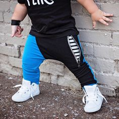 The wall – kinder mode Toddler Boy Outfits, Toddler Boys, Baby Kids, Kids Outfits, Cute Outfits, Cheap Baby Clothes, Hooded Dress, Kids Pants, Boys Wear