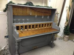 SERIOUSLY Cool!!! Piano Bar at University Pickers!
