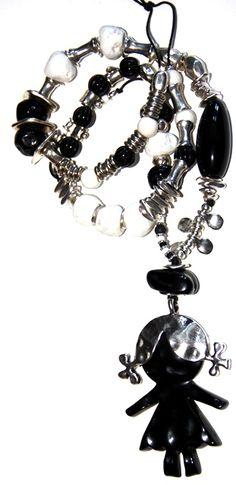 #Collar largo con motivos de inspiración infantil confeccionado a mano en hilo de algodón, resina y zamak. #handmade #necklace  http://nellass.com/products/mi-ni%C3%B1a%2C-collar-largo.html $62-48€