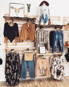 Boheme Boutique, Design Boutique, Boutique Decor, Boutique Stores, Vintage Boutique, Boutique Ideas, Clothing Store Displays, Clothing Store Design, Fashion Store Design