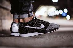 Nike Flyknit Racer - Black White Nike Freizeitschuhe, Nike Free Schuhe, Nike  Schuhe 69ae9c27df