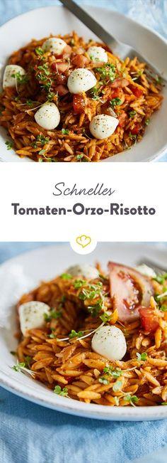Perfekt für den Feierabend: Dank Orzo-Nudeln braucht dieses einfache Caprese-Risotto mit Mini-Mozzarellakugeln nur 20 Minuten tutto completti.