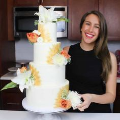 Want to know what size of cake you should make for a big event, party, or a wedding? Use this cake portion guide to find out! Make Your Own Wedding Cakes, Diy Your Wedding, Diy Wedding Cake, Wedding Cake Flavors, Wedding Cake Toppers, Wedding Ideas, Wedding Tables, Wedding Blog, Wedding Reception
