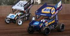 Donny Schatz zips around Kyle Larson en route to victory Friday night at Pennsylvania's Williams Grove Speedway. Sprint Car Racing, Dirt Track Racing, Auto Racing, Win Music, Outlaw Racing, Monster Energy Nascar, Cars Series, Racing News, Vintage Race Car