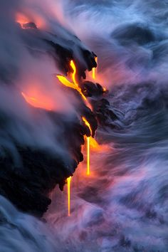 Fluid Dynamics - Multiple fingers of lava pour into the sea at Kupapa'u on the island of Hawai'i. The meeting of these forces of nature create one of the most dynamic scenes on the planet. Photography by Bruce Omori Landscape Photography, Nature Photography, Photography Courses, Photography Tips, Monte Fuji, Fluid Dynamics, Natural Phenomena, Pics Art, Nature Wallpaper