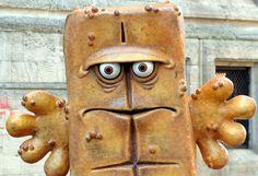 """Grantige Rückkehr: """"Mist"""" - Die für seine schlechte Laune bekannte KiKA-Kultfigur «Bernd das Brot» kehrt mit neuen Produktionen auf den Bildschirm zurück. Mehr Bilder des Tages auf: http://www.nachrichten.at/nachrichten/bilder_des_tages/ (Bild: APA)"""