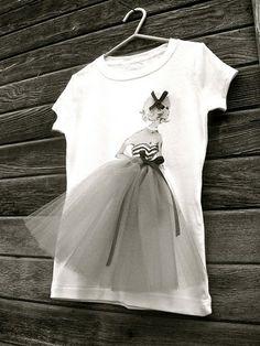 camiseta customizada com mto tule para as princesas!