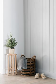 Cabinet Paint Colors, Door Paint Colors, Grey Paint Colors, Wall Colors, Gray Paint, Front Courtyard, Home Remodeling Diy, Modern Staircase, Painting Wallpaper