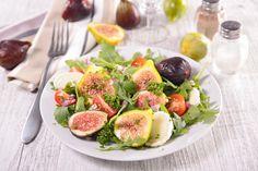 Μια δροσερή σαλάτα με φρέσκα σύκα θα είναι το σημερινό σου ελαφρύ γεύμα - http://ipop.gr/sintages/salates/mia-droseri-salata-me-freska-sika-tha-ine-to-simerino-sou-elafri-gevma/