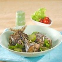 =Indonesian food: Tongkol Goreng Petai Melinjo=
