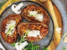 Zapekané hrianky so sviečkovicou a syrom - Receptár Baked Potato, Potatoes, Baking, Ethnic Recipes, Food, Potato, Bakken, Essen, Meals