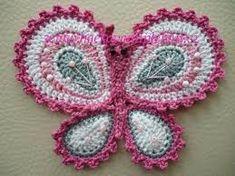 veľký háčkovaný motýl...aplikace na čepici