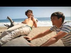#Neverforget20121dmemories.........  One Direction - What Makes You Beautiful (Behind the Scenes)
