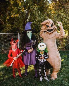 Cute Couple Halloween Costumes, Baby Girl Halloween, Family Costumes, Christmas Costumes, Cute Halloween, Halloween Themes, Tim Burton Halloween Costumes, Nightmare Before Christmas Costume, Halloween Celebration