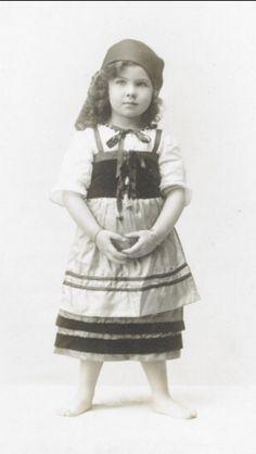 Baby Vivien Leigh, circa 1916