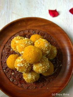 Then you got to try out these delicious mango coconut ladoo. It is made with a combination of two of my favorite ingredients – mango and coconut. Indian Dessert Recipes, Indian Sweets, Indian Snacks, Indian Recipes, Coconut Ladoo Recipe, Mango Recipes, Gourmet Recipes, Healthy Recipes