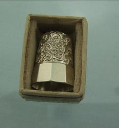 EXCELLENT AMERICAN SILVER THIMBLE BOXED C1920 TO 1940