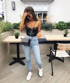 Casual outfit, bodysuit outfit, mom jeans, white sneaker out Jean Jacket Outfits, Body Suit Outfits, Mode Outfits, Trendy Outfits, Fashion Outfits, Casual Bar Outfits, Night Outfits, Casual Jeans, Fashion Boots