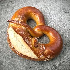 Pan Pretzel, Raw Food Recipes, Healthy Recipes, No Bake Treats, Food Pictures, Food Pics, Bagel, Crackers, Good Food