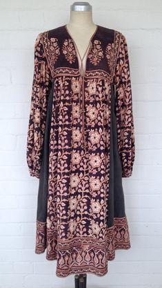 Vintage Indian Anokhi Boho Cotton Ethnic Floral by BedouinCo Fashion Photo, Boho Fashion, Fashion Dresses, Vintage Fashion, Fashion Trends, Simple Dresses, Pretty Dresses, Quoi Porter, Gauze Dress
